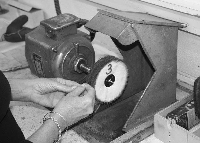 Polish Rhodium Cleaning a Jewelry Ring in Antwerp Belgium   Polishing Schoonmaken van Juwelen Clean Your Jewelry Diamonds